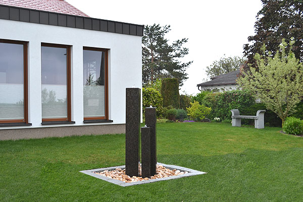 gartenbrunnen aus granit. Black Bedroom Furniture Sets. Home Design Ideas